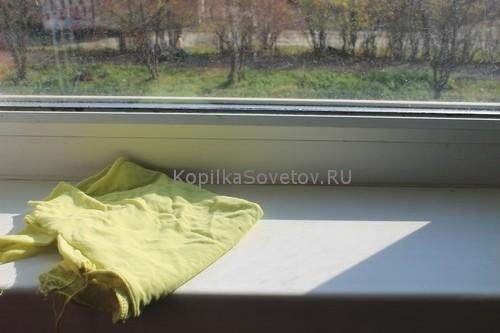Удаляю пыль с окна