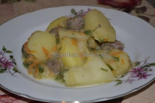 Сердечки куриные, тушеные с картошкой