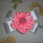 Цветок из атласных лент готов