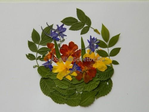 Аппликация из сухих листьев Ваза с цветами