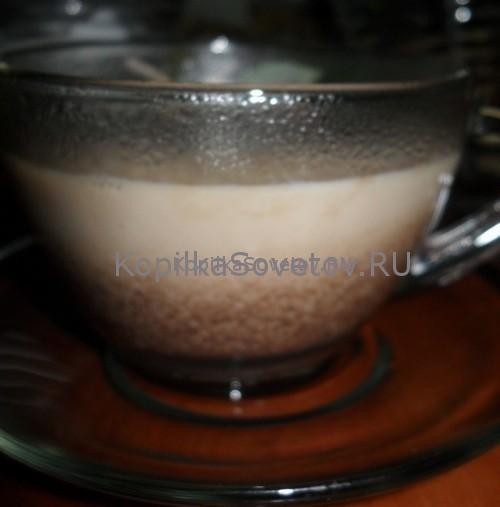 Переливам в чашку и добавляем молоко