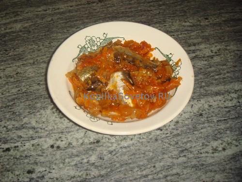 Тушеная салака с овощами готова
