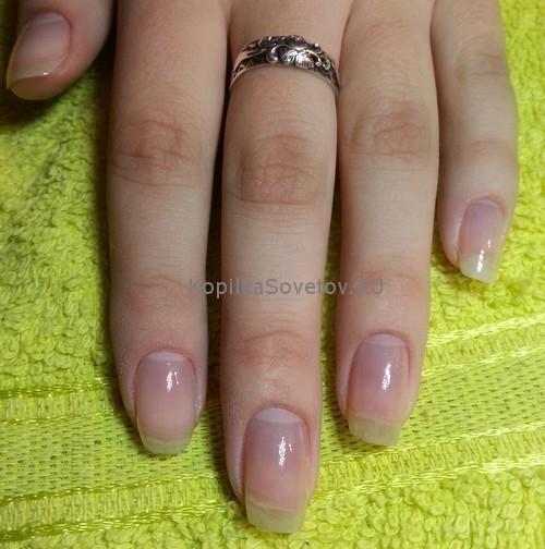 Ногти с базовым покрытием